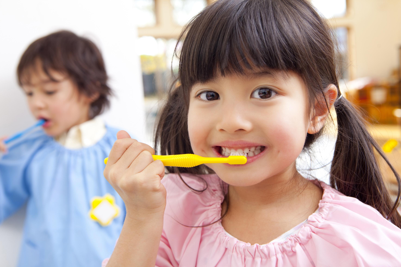 幼い頃からむし歯予防に力を入れましょう